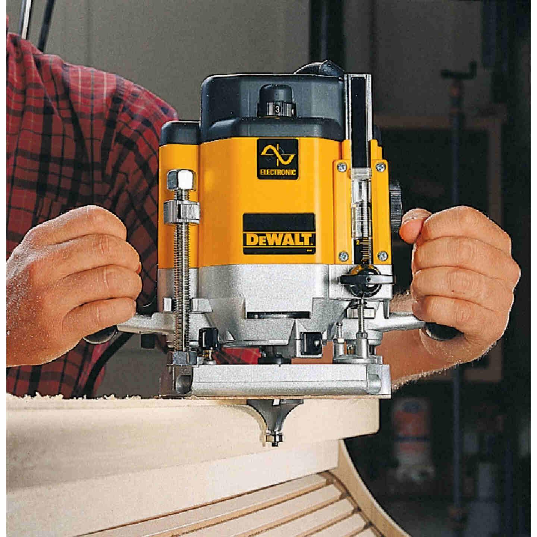 DeWalt 3 HP/15A 8000  to  22,000 rpm Plunge Router Image 2